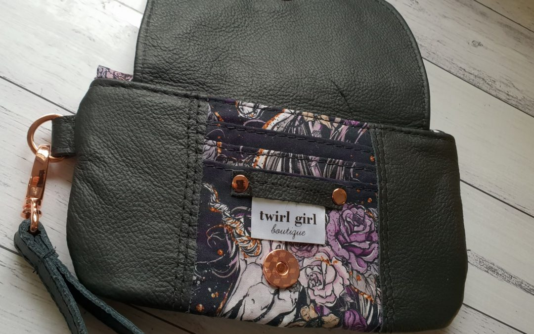 Wanderer's Clutch Sew Along – Day 3.
